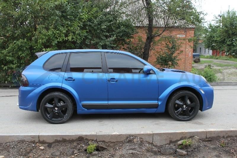 Синий матовый металлик Porsche Cayenne Magnum. Изображение 5