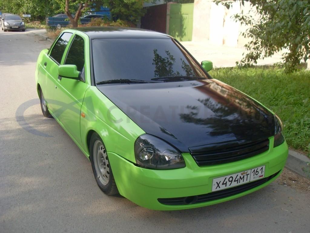 Зеленый и черный глянец LADA Priora. Изображение 1