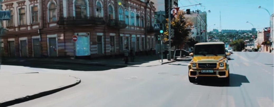Золотой Гелендваген засветился в клипе