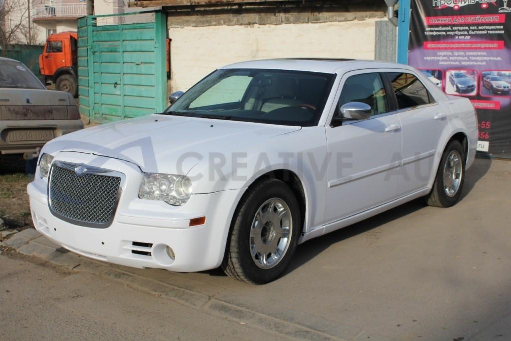 Белый глянец Chrysler 300C. Изображение 5