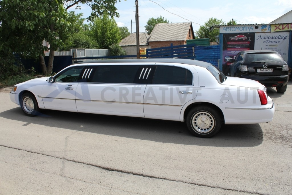 Белый глянец Lincoln Town Car. Изображение 4