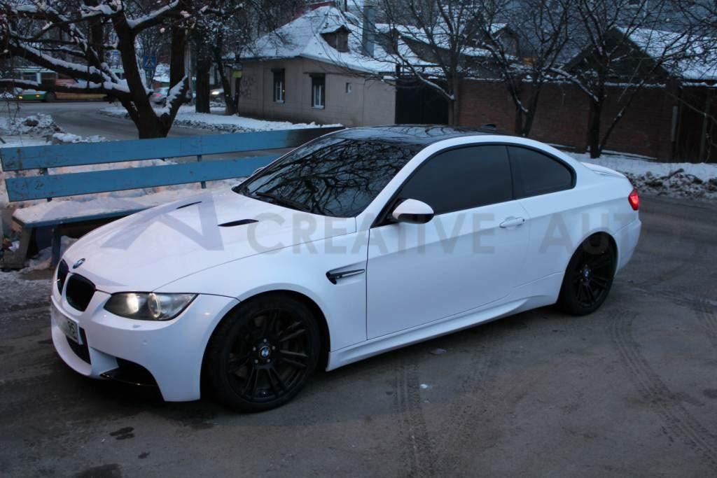 Белый и черный глянец BMW M3. Изображение 5