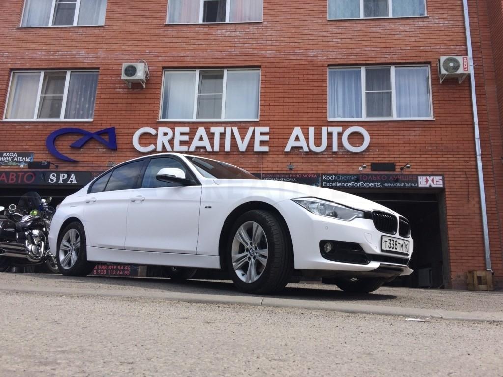 Белый мат BMW 320. Изображение 7