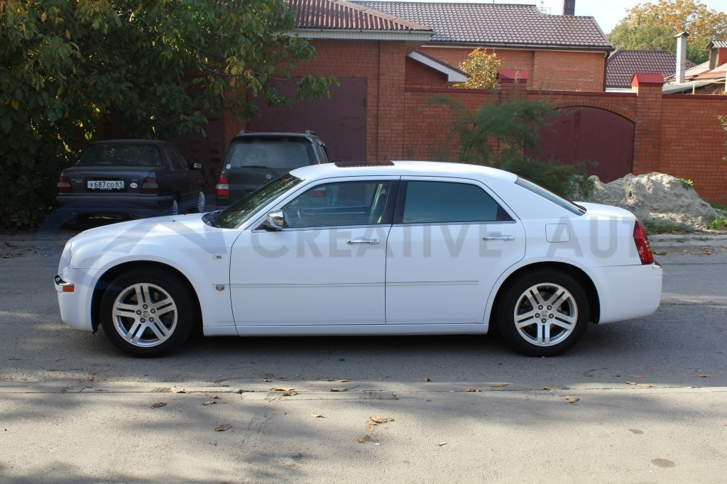 Белый мат Chrysler 300C. Изображение 9