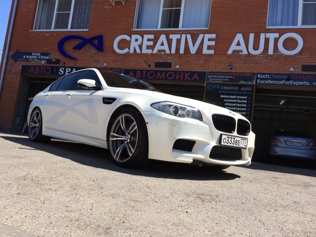 Белый перламутр BMW M5. Изображение 15