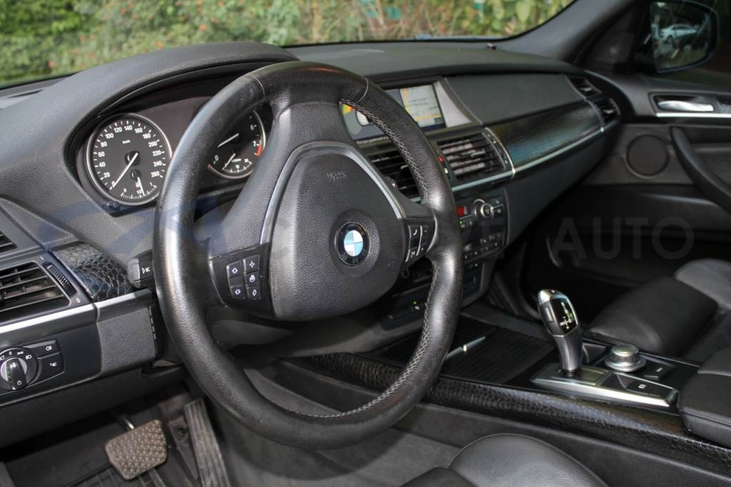 Черная кожа аллигатора, неполированный алюминий HEXIS BMW X5. Изображение 1
