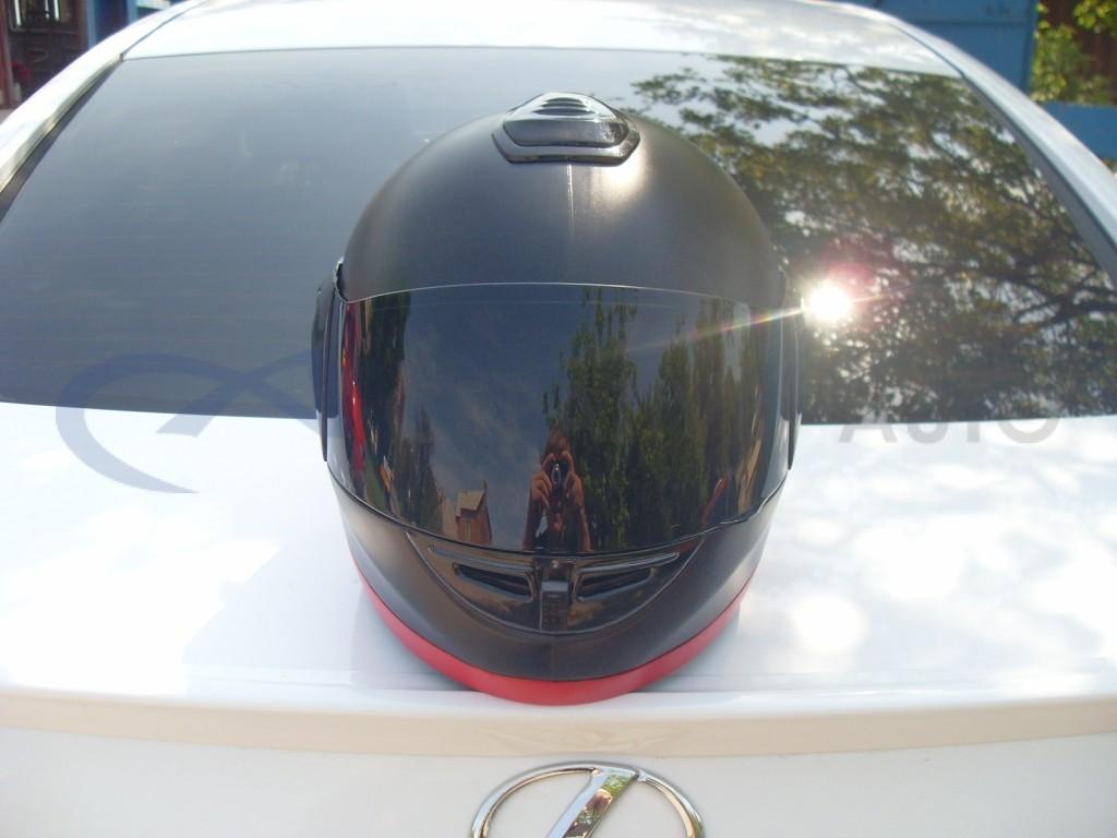 Черный и красный мат Мотошлем. Изображение 3