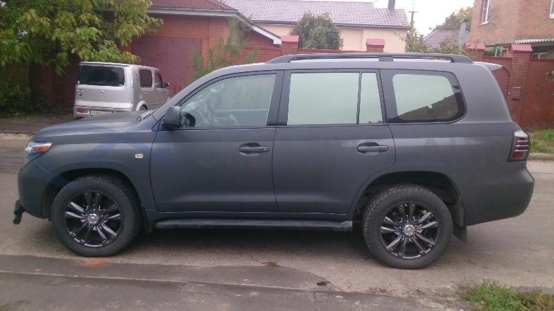 Темно-серый мат, супер черный мат Toyota Land Cruiser 200. Изображение 5